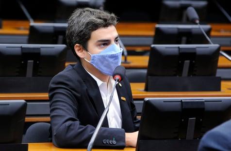 Deputado do Novo é cobrado por voto pró-Eduardo Bolsonaro em Conselho de Ética