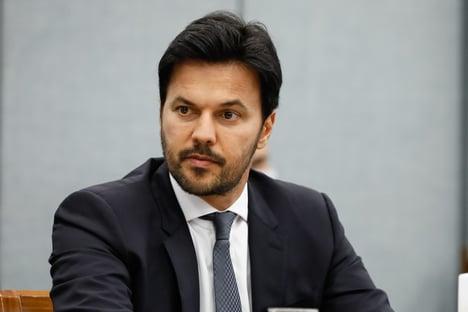 Fábio Faria mandou para Mandetta, por engano, pergunta de senador governista na CPI