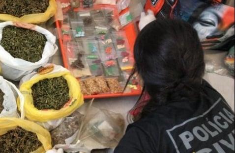 Polícia do DF monitora droga que faz pessoas agirem como macaco