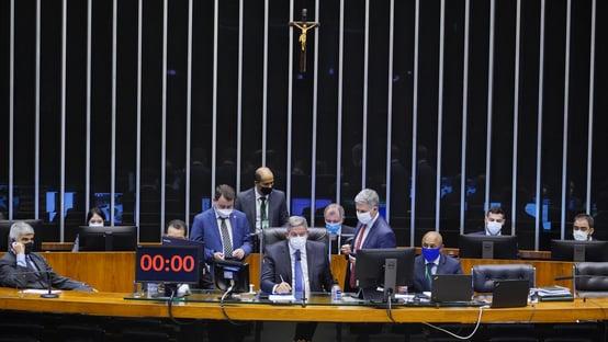Câmara começa a votar revogação da Lei de Segurança Nacional