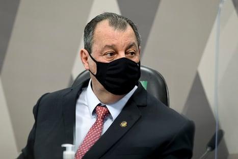 """""""Eu fiz o meu papel"""", diz Omar Aziz após cobranças de Bolsonaro"""