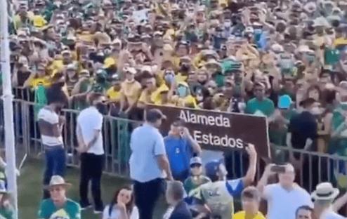 Em ato com Bolsonaro, manifestantes chamam Renan Calheiros de 'vagabundo'