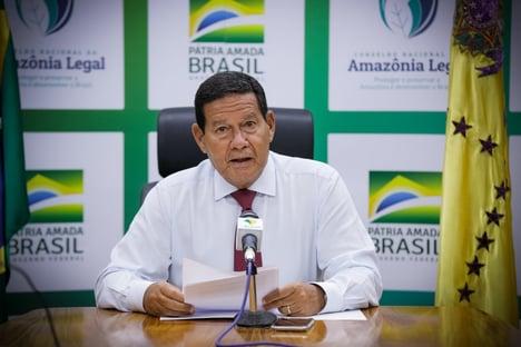 """Mourão defende Copa América no Brasil e critica Tite: """"Cuiabá precisa de técnico"""""""