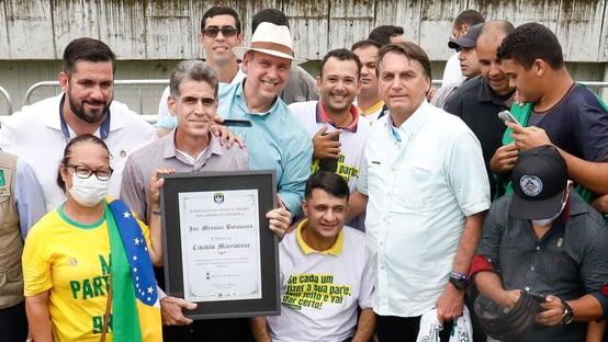 Bolsonaro recebe título fake em Alagoas