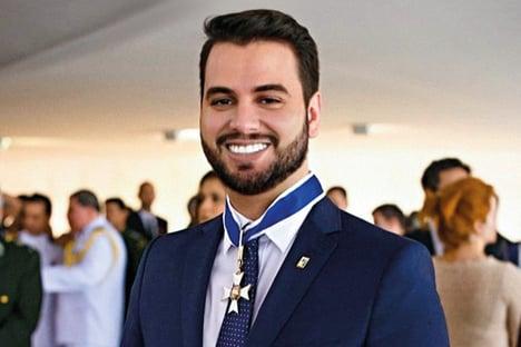 Chineses querem cabeça de Filipe Martins