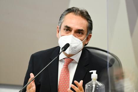 """""""Cada país foi diferente"""", diz ex-CEO da Pfizer, sobre dificuldade para vender vacinas"""