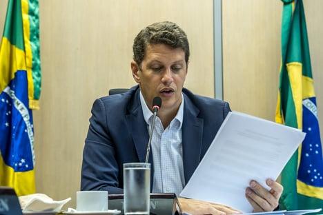 Ata de reunião de Salles com senadores está em computador apreendido pela PF, diz ministério