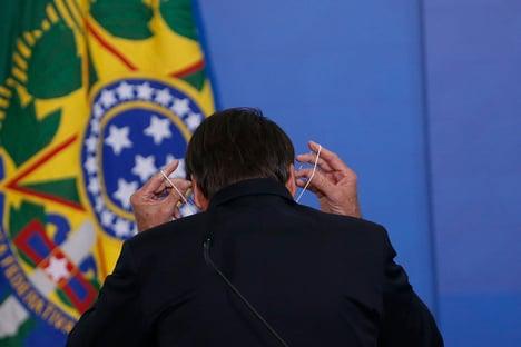 """Bolsonaro usou documento apócrifo para falar sobre """"supernotificação"""" de óbitos"""