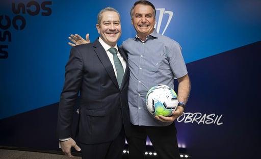 """Bolsonaro confirma Copa América no Brasil: """"Pressão contrária vem da Globo"""""""