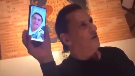 Wassef exibe videochamada com Bolsonaro em restaurante de Campos do Jordão