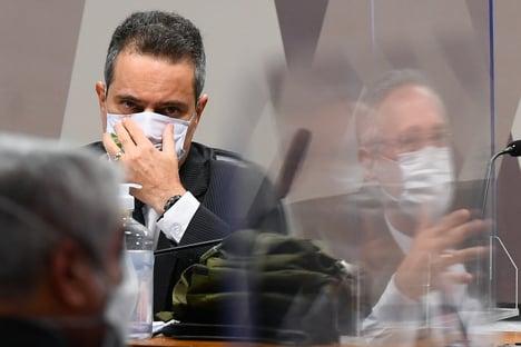 À CPI, Elcio Franco admite que assinou carta a suposto vendedor sem consultar AstraZeneca