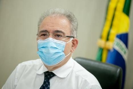 Queiroga diz que Brasil é capaz de vacinar 2,4 milhões por dia