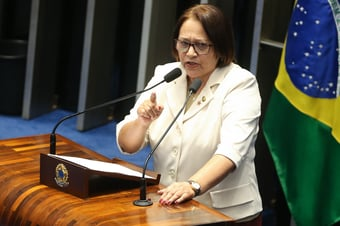 """IMAGEM: Governadora petista rebate Bolsonaro: """"Que visão mais arcaica, fisiológica, antirrepublicana!"""""""
