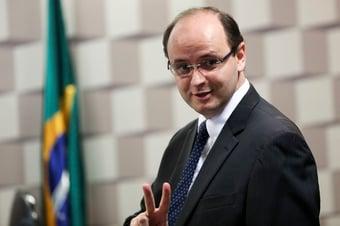 IMAGEM: Covid-19: secretário da Educação de SP recebe alta