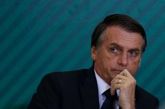 IMAGEM: Bolsonaro é submetido a endoscopia