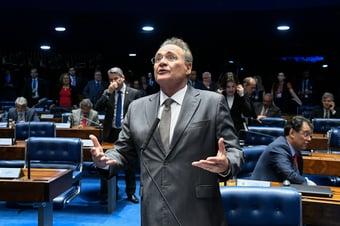 IMAGEM: PGR fecha acordo com 'homem da mala' de Renan