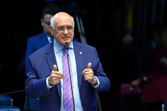 IMAGEM: Lasier sugere renúncia de Alcolumbre na CCJ