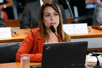 """IMAGEM: Senadora pede que defensor público acompanhe motoboy """"para que não fique à mercê de advogados"""""""