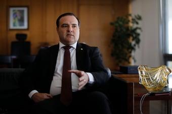 """IMAGEM: Bolsonaro vai assinar documentos """"digitalmente, sem qualquer contato pessoal"""""""