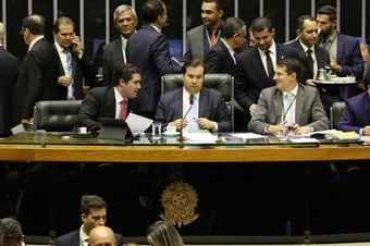 IMAGEM: Câmara aprova urgência para teto de gastos em campanhas