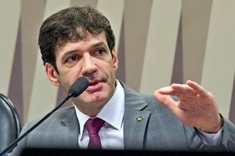 """IMAGEM: """"Eu nunca ameacei ninguém de morte"""", diz ministro do Turismo"""