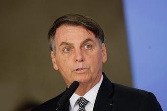 IMAGEM: Bolsonaro ataca brigadistas de Alter do Chão
