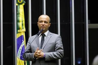 IMAGEM: Líder do governo na Câmara bate boca com Rodrigo Maia em reunião de líderes