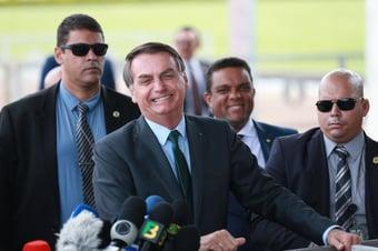 """IMAGEM: """"Bolsonaro insiste em desonrar a Presidência"""""""