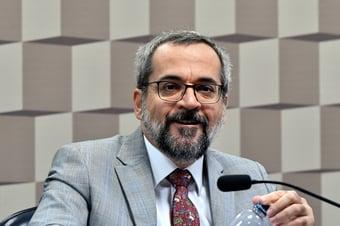 IMAGEM: Weintraub deseja 'sorte' e 'sucesso' ao futuro ministro