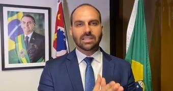 IMAGEM: Juíza ordena que Eduardo Bolsonaro exclua mensagens ligando Omar Aziz a pedofilia