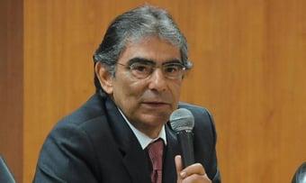 """IMAGEM: Bolsonaro """"não está governando nos termos da Constituição"""""""