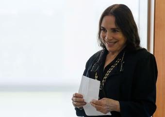 """IMAGEM: Regina Duarte assiste a documentário sobre Bolsonaro: """"Importante conhecer a história"""""""