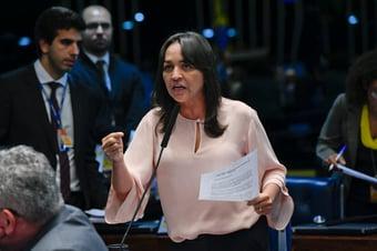IMAGEM: Senadora defende 'diálogo amplo' em meio ao esfarelamento da base de Dino