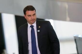 IMAGEM: Ex-assessor de Flávio, coronel do Exército sacou R$ 260 mil em dinheiro vivo