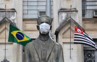"""IMAGEM: """"Desobrigação do uso da máscara é ação precipitada"""""""