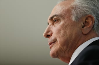 IMAGEM: Temer diz que Bolsonaro mandou avião da FAB buscá-lo