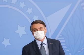 IMAGEM: Bolsonaro fará endoscopia para retirar pedra da bexiga