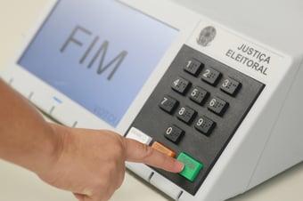 IMAGEM: PF quer segurança de votos na mão de amigo dos Bolsonaro