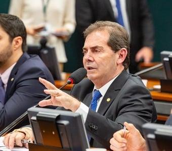 """IMAGEM: Paulinho elogia recriação da pasta do Trabalho e diz que Bolsonaro """"foi para a política"""""""