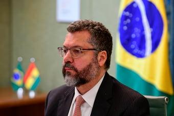 IMAGEM: Ernesto Araújo tenta 'guinada pragmática'