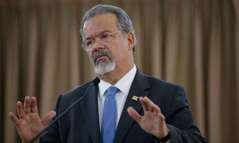"""IMAGEM: """"Jungmann é ex-ministro da Defesa sem qualificação"""", diz Bolsonaro"""