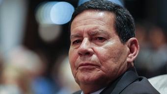 """IMAGEM: Mourão diz que Rosário deu """"aloprada"""" na CPI após ser alvo de """"deboche"""""""