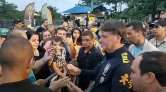 IMAGEM: Bolsonaro diz que não vai 'entrar no mérito' da prisão de Crivella