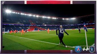 IMAGEM: PSG e equipe turca abandonam jogo após 4º árbitro ser acusado de racismo