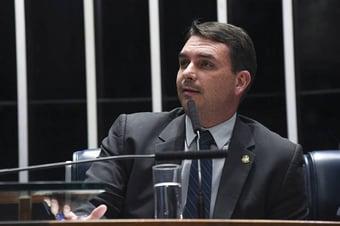 """IMAGEM: Flávio Bolsonaro diz que tem """"taxa de imunidade alta"""" e não vai se vacinar"""