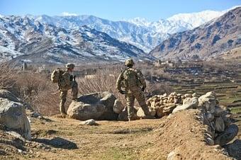 IMAGEM: EUA retiram quatro americanos do Afeganistão por via terrestre