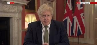 """IMAGEM: Governo do Reino Unido agiu com """"negligência indesculpável"""" na pandemia, diz relatório"""
