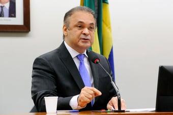 """IMAGEM: Lucena diz que PEC da Vingança """"coloca espada na cabeça do MP"""""""
