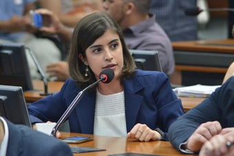 IMAGEM: TSE permite que Tabata Amaral desfilie-se do PDT sem perder mandato