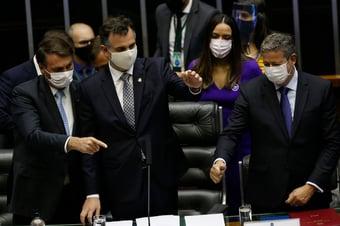 IMAGEM: Banqueiros e empresários mandam Centrão tutelar Bolsonaro